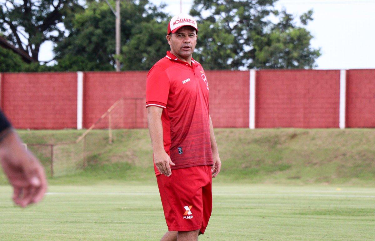 Umberto Louzer não é mais o treinador do Vila Nova