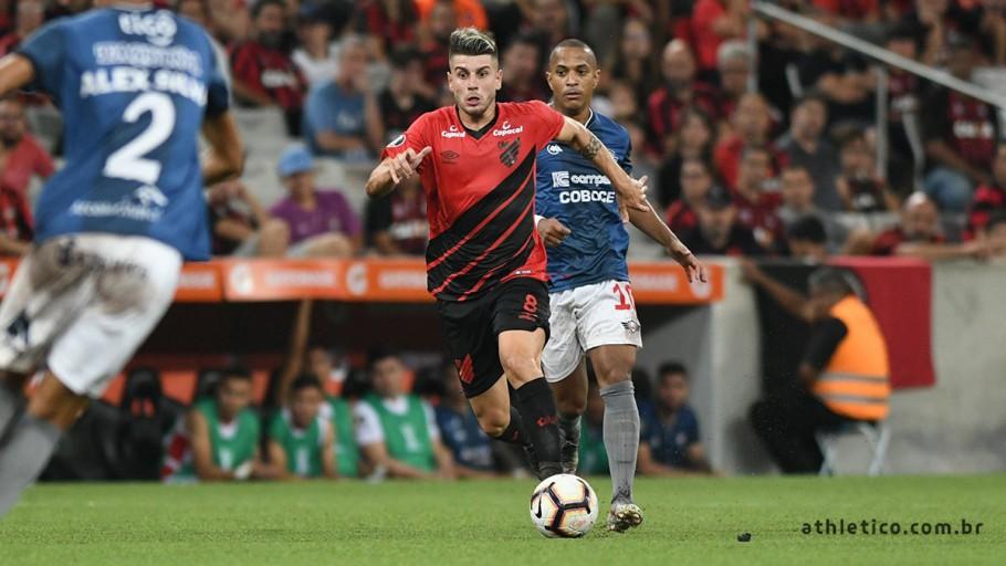 Athletico Paranaense goleia e se recupera na libertadores