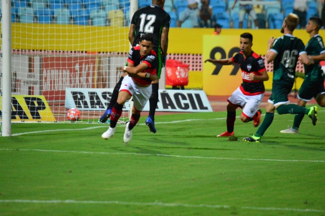 Atlético goleia o Goiás e fica mais perto do título goiano