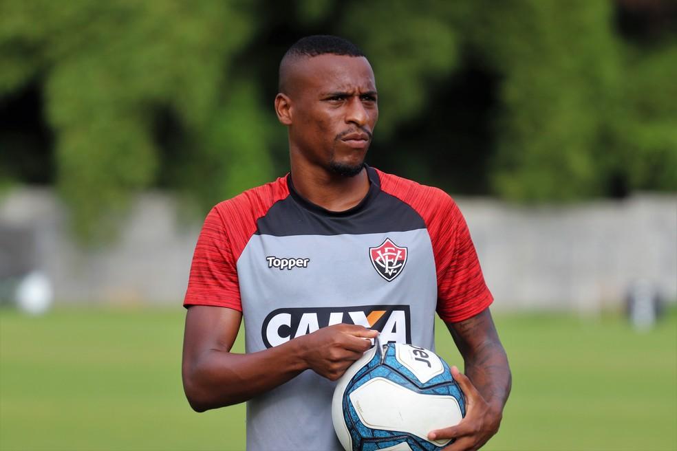 Vila Nova confirma chegada de lateral que estava no Vitória
