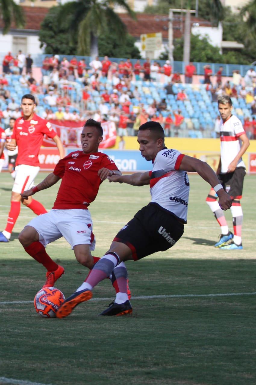 Vila Nova e Atlético ficam no empate no jogo de ida da semifinal do Goianão
