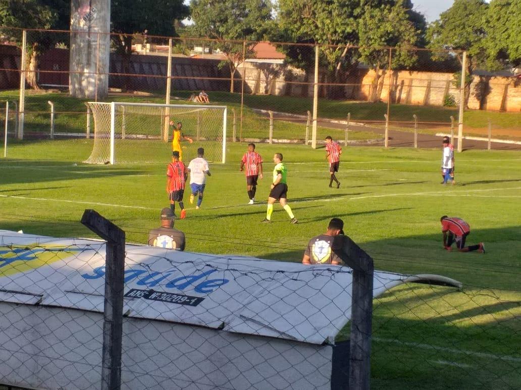 Santa Helena goleia e fica perto das semifinais do Goiano Sub-17 da 2ª Divisão