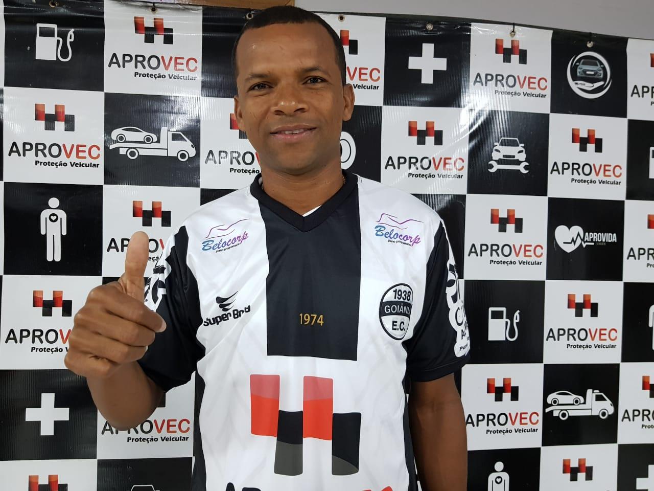 Experiente lateral Vitor jogará pelo Aparecida na Divisão de Acesso