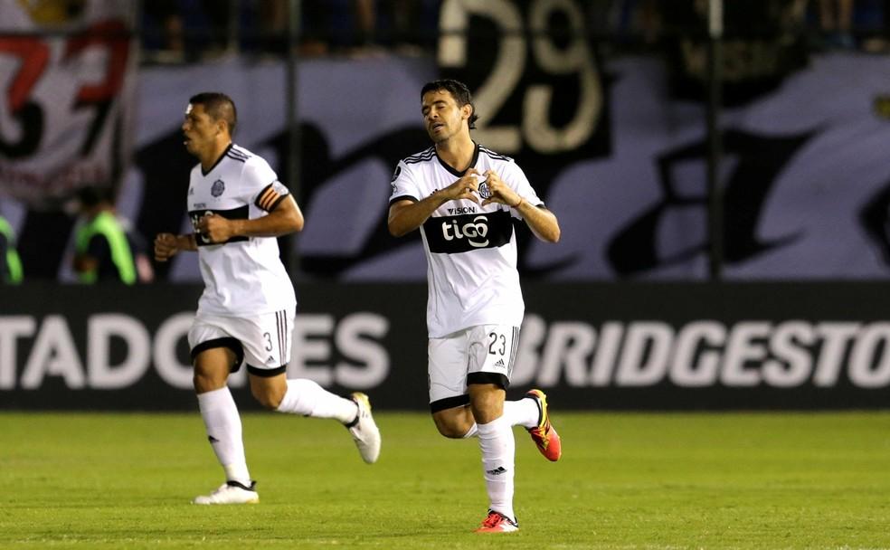 Vila Nova acerta a contratação de atacante Paraguaio