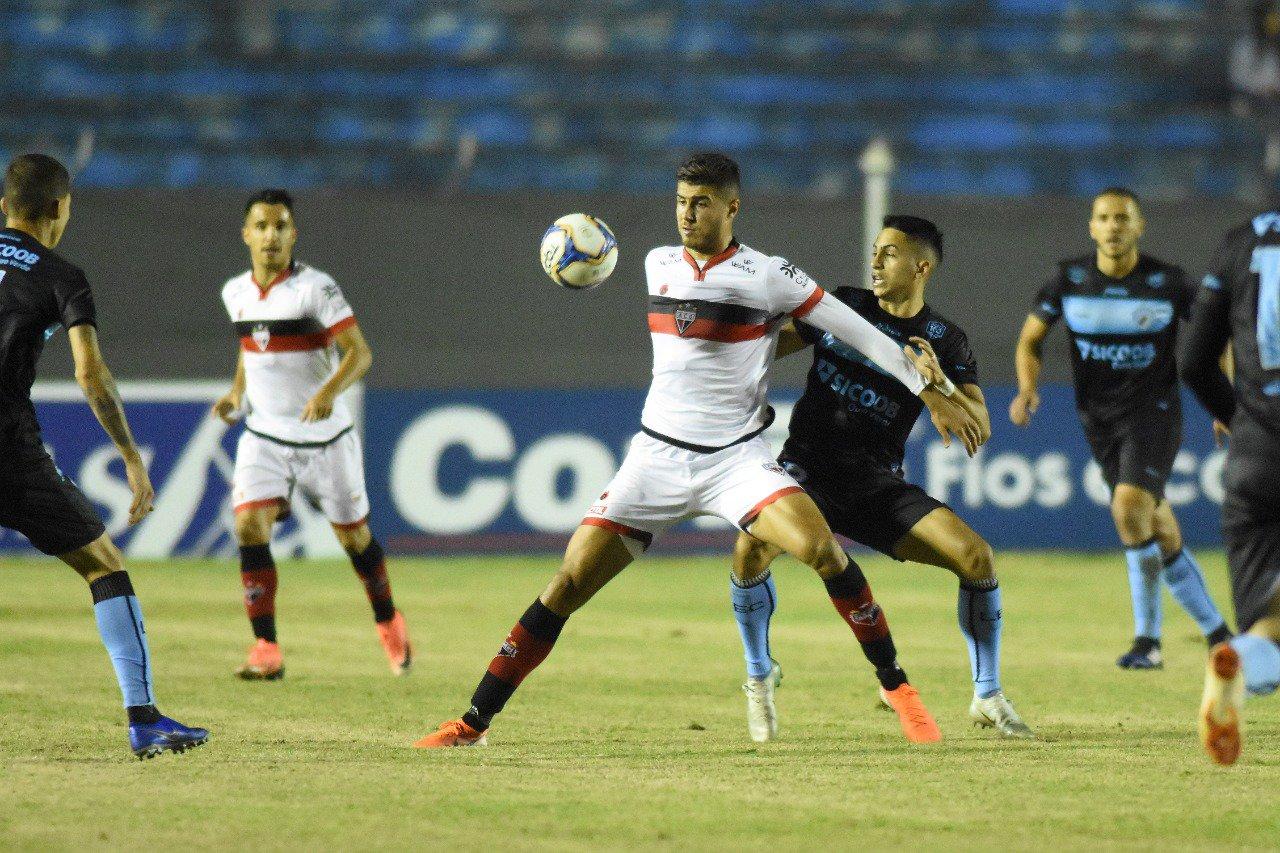 Atlético Goianiense conquista importante resultado na Série B
