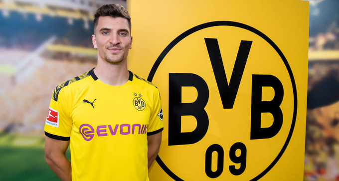 Borussia Dortmund oficializa lateral belga que estava no PSG