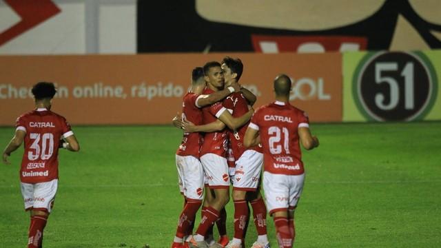 Vila Nova vence o Manaus e segue em segundo no seu grupo