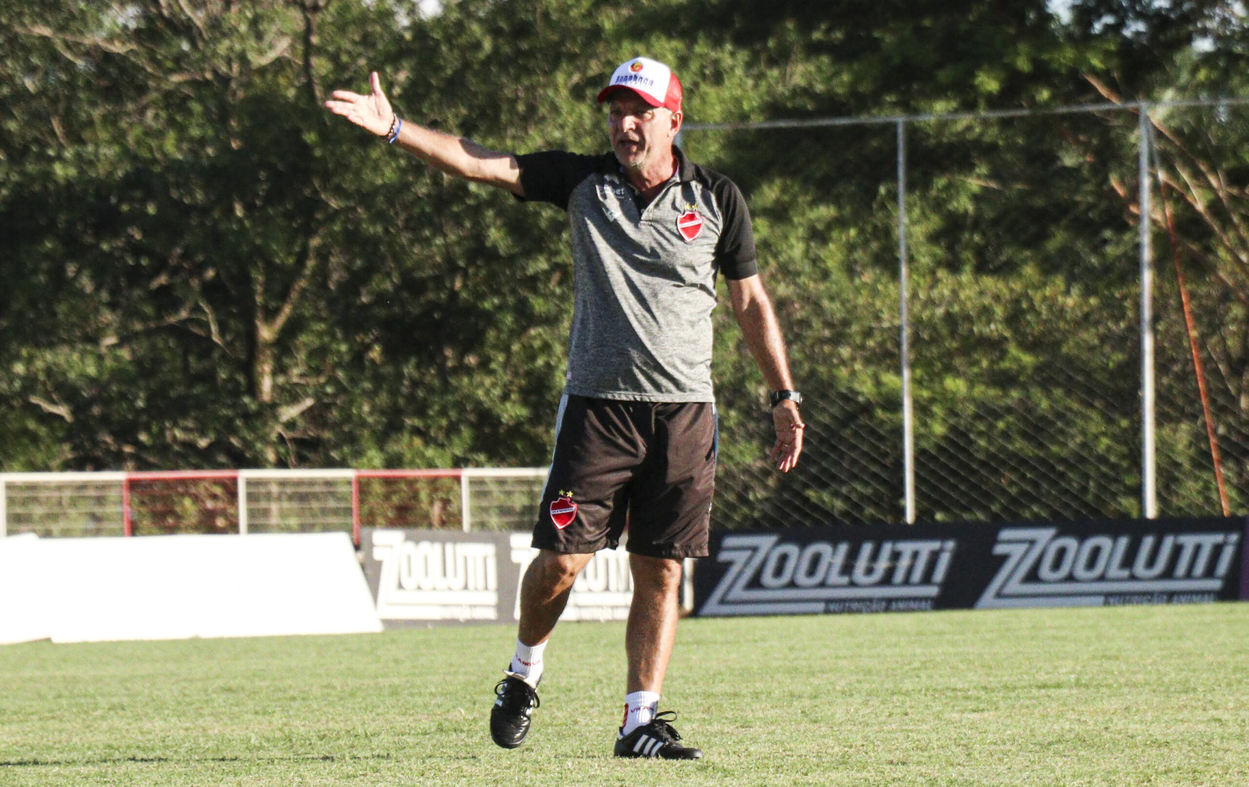 Vila Nova confirma saída de treinador