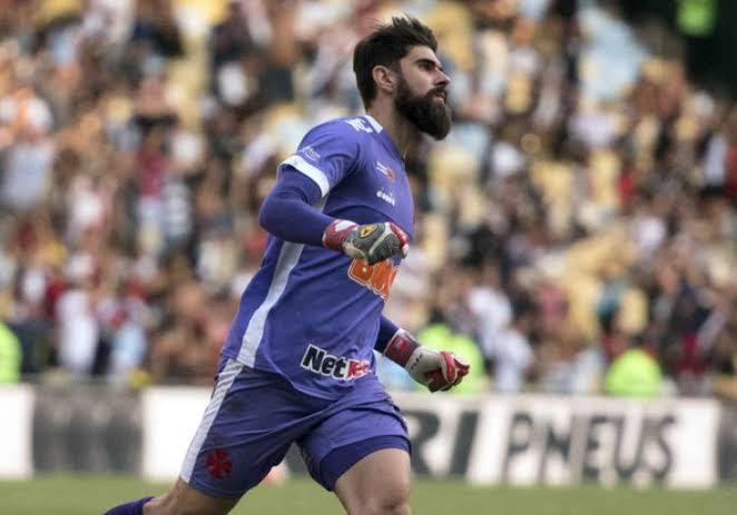 Atlético Goianiense acerta com goleiro Fernando Miguel