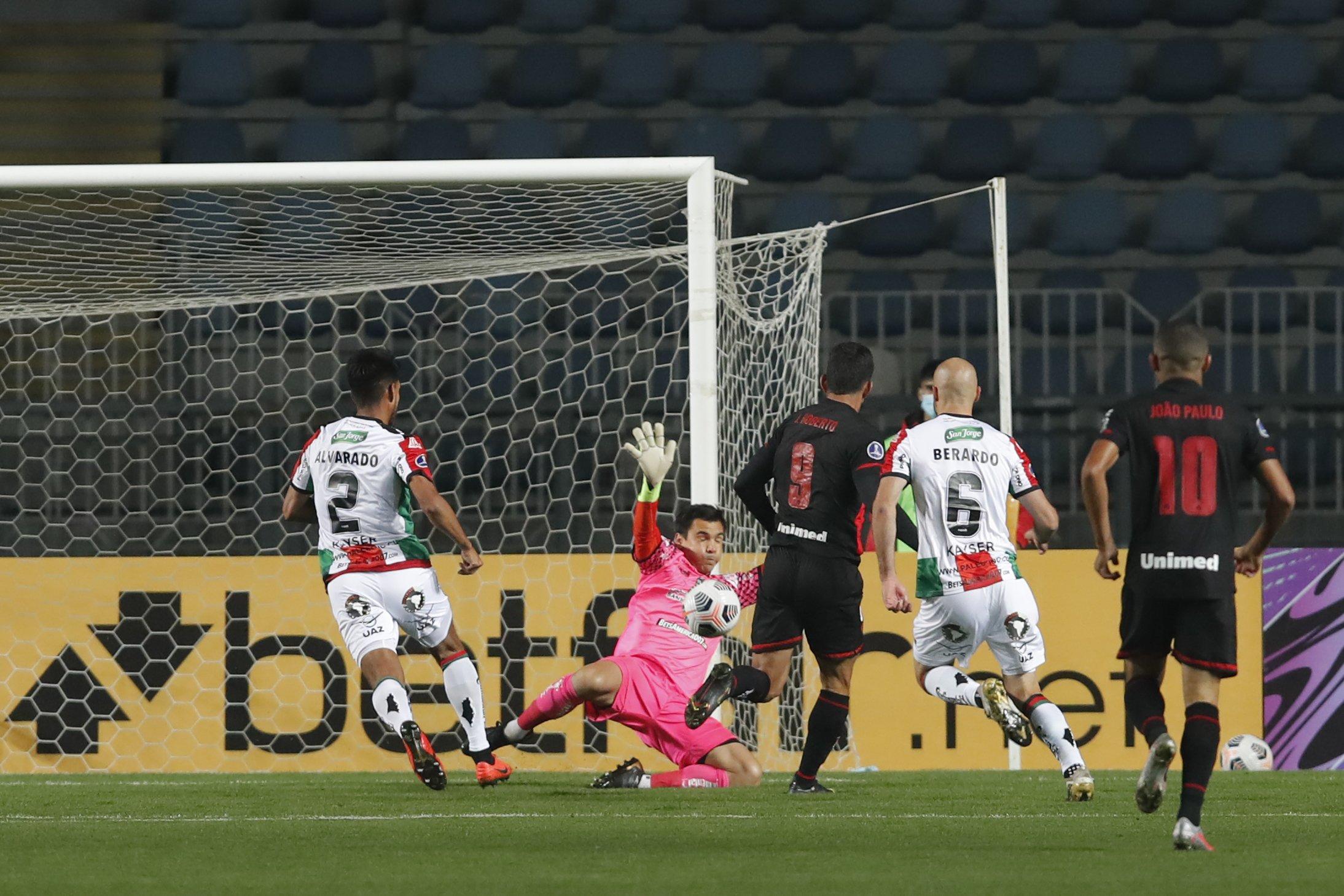Atlético Goianiense vence fora de casa na Copa Sul-Americana