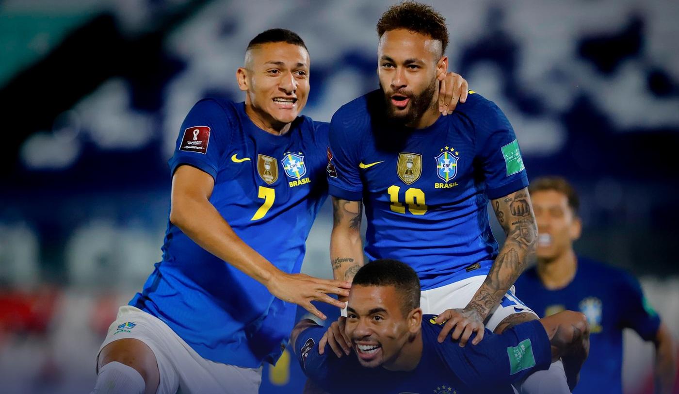 Brasil vence o Paraguai e segue isolado na liderança