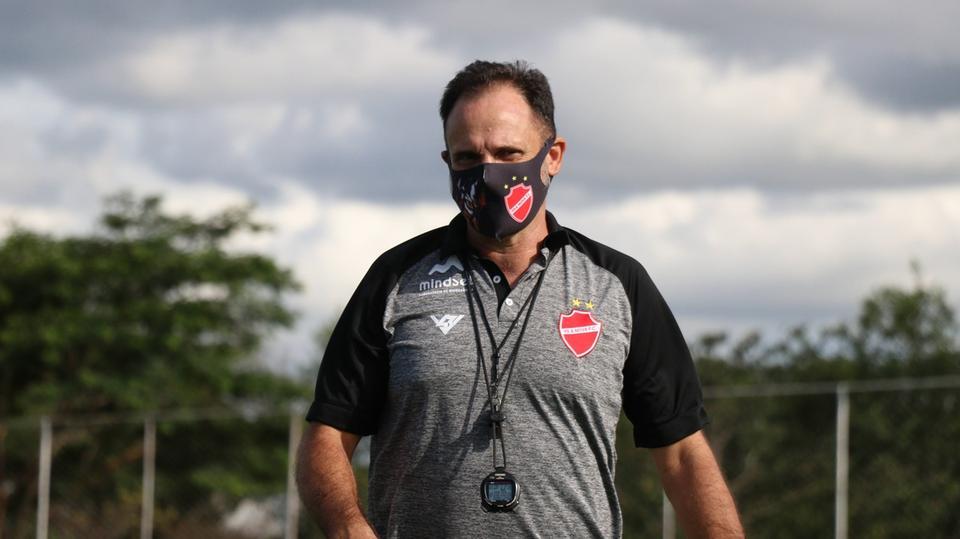 Vila Nova oficializa saída do técnico Vagner Lopes