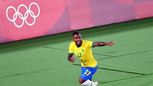 Na prorrogação, Brasil vence a Espanha e fica com o ouro no futebol masculino