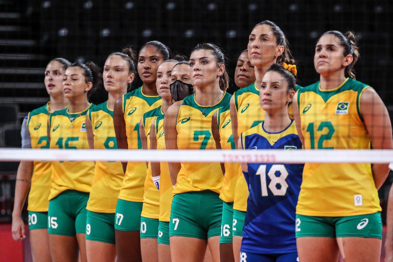 Brasil conquista medalha de prata no voleibol feminino