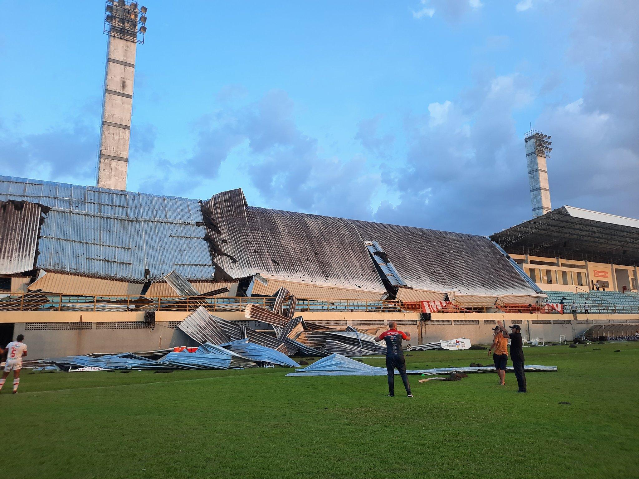 Parte do estádio no Maranhão cai durante partida da Série D