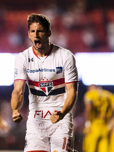 São Paulo acerta com atacante Calleri e meio campista uruguaio
